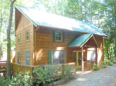 Beautiful cabin offers complete solitude & only 6 miles from downtown BlueRidge.