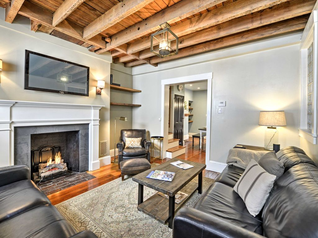 Trinity Home in the Heart of Philly w/Free... - HomeAway Center City