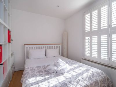 Photo for Light & airy studio, 2 mins from Queen's Park tube