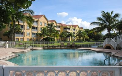 Photo for Gorgeous 3B/2B Luxury Island Resort Condo At Bella Lago! Palm Trees and Gulf Breezes!