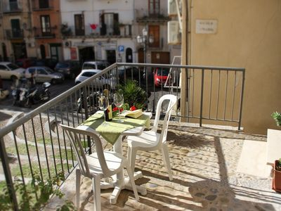 Photo for Beautiful apartment with terrace to eat outside - Close to center and beach