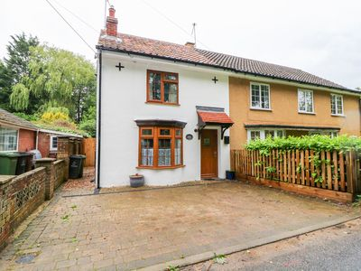 Photo for Willow Cottage, WATTON