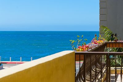 25% OFF SEP- Beach Condo, Steps to Sand with Outdoor Living+Views - La Jolla
