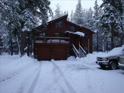 Let it Snow! Plenty of off street parking, easy winter access with flat driveway