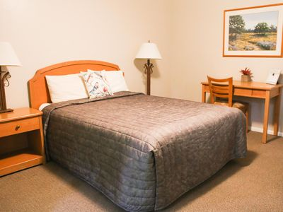 Photo for Private, hotel single room, 1 Queen bed, desk