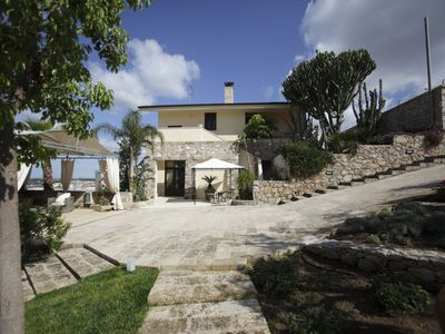 Photo for Relax and Panoramic garden just minutes from the beaches of Gallipoli