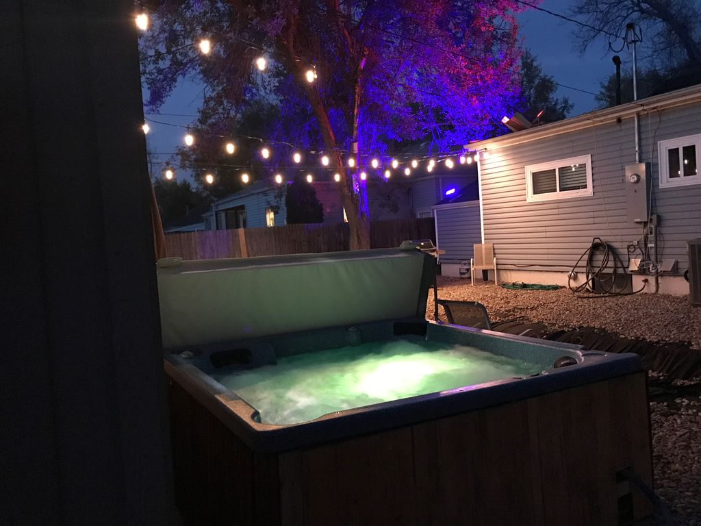 Hot Tub Property w/3 Queen Beds, 0.9 miles to Light Rail! Weekly 7 night deals