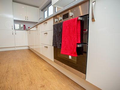 Photo for fantastic 2 bed apartment with uptown 6 sleeps