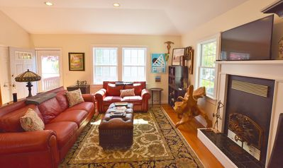 """Photo for Beautiful 950 sq. ft.  """"cottage"""" in the center of town with onsite parking!"""