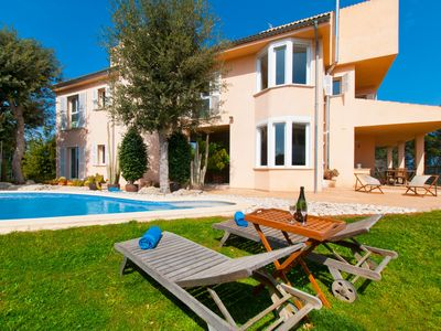 Photo for Luxurious villa for 8 people with wonderful pool and views, AACC,