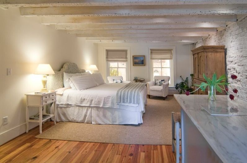 Loft Apartment In Historic Downtown With Parking