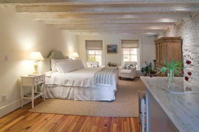Romantic Loft Apartment in Historic Downtown - Downtown Charleston