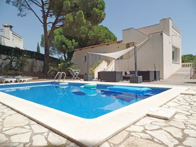 Photo for Villa Sonni sleeps 6 people. It has a pool, panorama, air conditioning and WiFi.