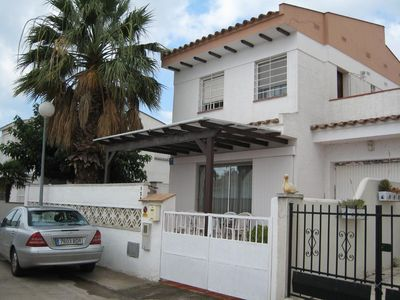 Photo for Holiday house Empuriabrava for 2 - 7 persons with 3 bedrooms - Holiday house