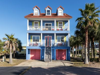 Photo for Periwinkle Parakeet, Spacious Beach-Home, Walking distance to Navarre beach, Community pool access