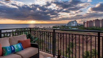 0-1111 Large 3 Bed 3 Bath Penthouse Condo with Dual Lanais Facing both East and West