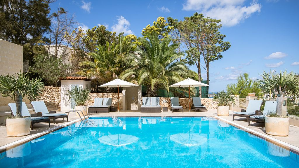 Luxury private 5 bedroom villa with indoor outdoor pools - Holiday homes with indoor swimming pool ...