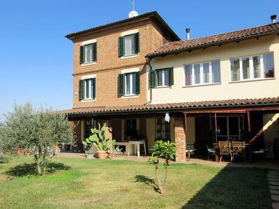 Photo for Nice apartment for 8 people with WIFI, private pool, A/C, TV, balcony, pets allowed and parking
