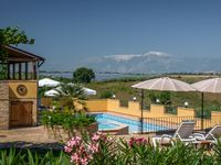 Lovely villa, great hosts, ideal for a family holiday.