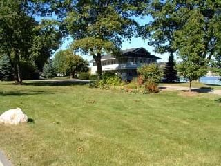 Big Lawn with Volleyball Court
