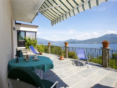 Photo for Cozy 2½-room apartment with terrace and fantastic view of the lake