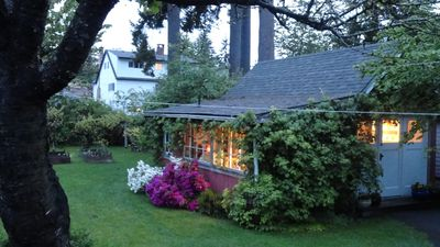 Photo for Cosy Garden Cottage-Close To Town