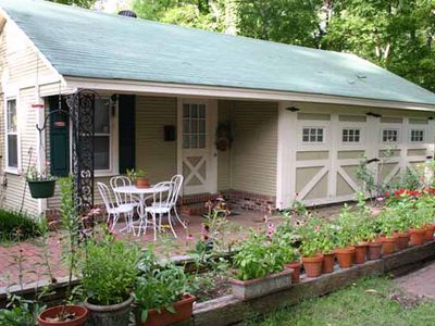 Charming Midtown Carriage House. It's in the middle of it all! Centrally located
