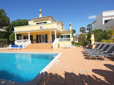 Photo for 4 bedroom Villa, sleeps 9 in Quinta do Lago with Pool, Air Con and WiFi