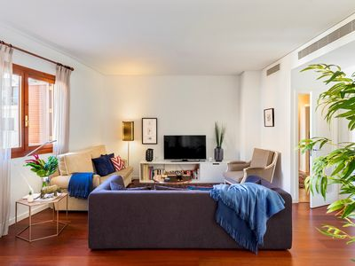 Photo for Large and beautiful 4 BD apartment in front of the Cathedral. Cabildo IV