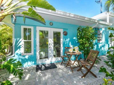 Photo for Tropical Breeze Resort - Studio Suite w/ King Bed and Bunk Bed. Perfect for Families - Sleeps 4 - Located in Siesta Key Village - Short Walk to Beach, Shops, Restaurants. GREAT AMENITIES INCLUDED