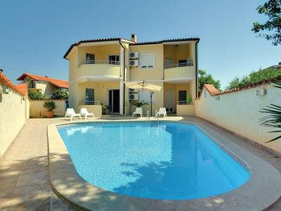 Photo for Beautiful apartment with outdoor pool, air conditioning, terrace and only 1 km to the sandy beach
