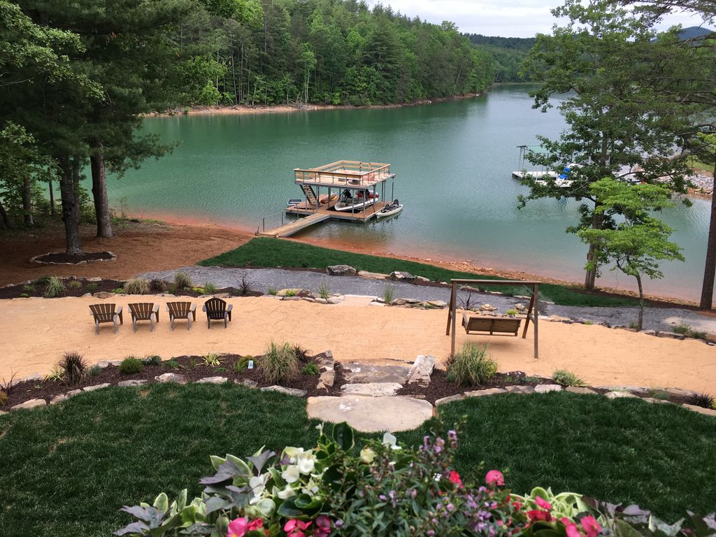 Epic Lake Playground in Blue Ridge Mtns Sleeps 16, hot tub, boat dock, game  room - Blairsville