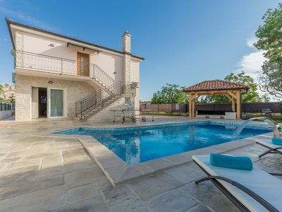 Photo for Top equipped house with large pool for own use near Porec