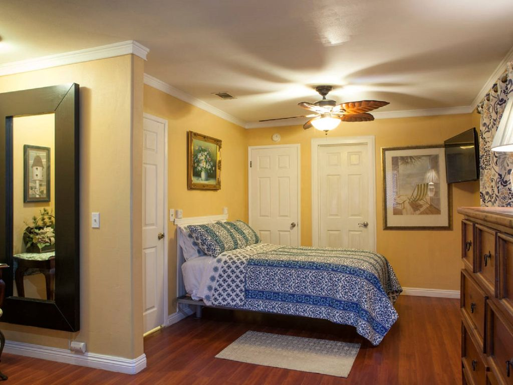 Spend Your Magical Winter In Master Bedroom Private Entry