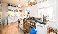 Bright, clean and homey little spot in perfect downtown location!