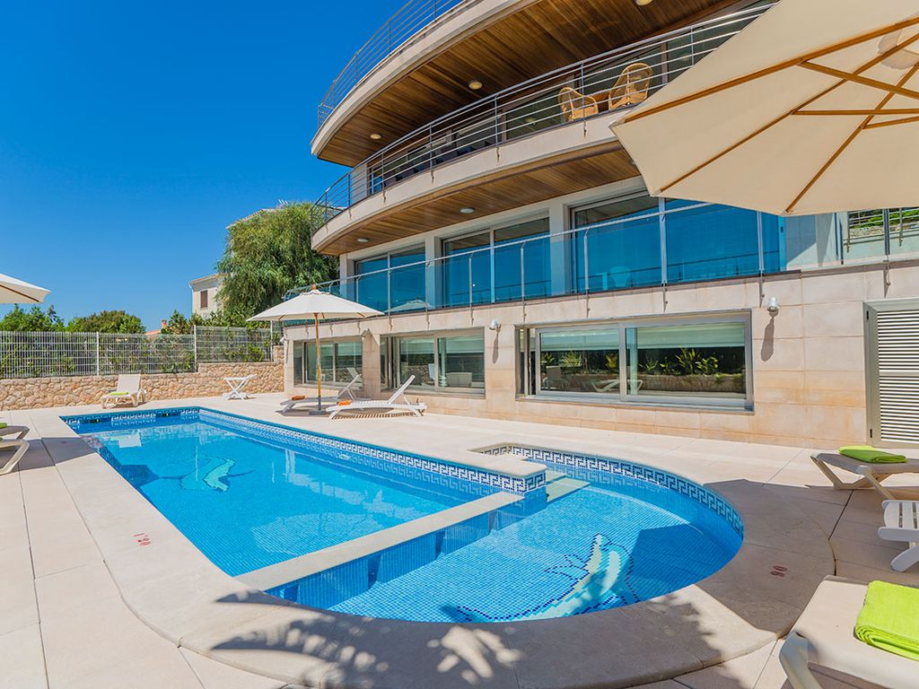 Indoor Swimming Pool Gym swimming pool, spa with indoor heated pool, jacuzzi and gym, ping