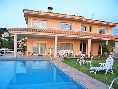 Photo for Spacious 6 bedroom villa, huge green lawn, large pool and sea views