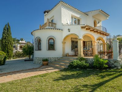 Photo for Detached holiday villa with fully enclosed garden, swimming pool, near beach