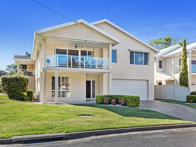 Photo for A duplex offering filtered waterviews from the balcony and a short walk...