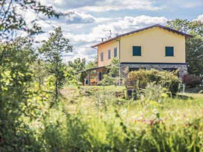 Photo for in the north of Tuscany, for 16, garden with swimming pool, parking, cooking classes