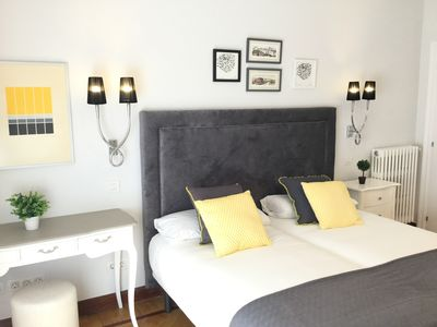 Photo for Aliron by Forever Rentals. 3 bedroom apartment with free wifi. Ideal for groups.