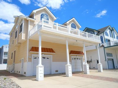 OCEAN VIEWS!!!!  Beautiful Beachblock Townhome. Steps to Promenade. Large deck for entertaining with ocean views.
