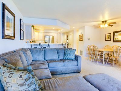 Photo for Great lakeside condo w/ shared pool, marina, and volleyball!