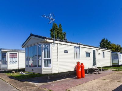Photo for 6 berth caravan for hire in Seawick holiday park in Essex ref 27040R