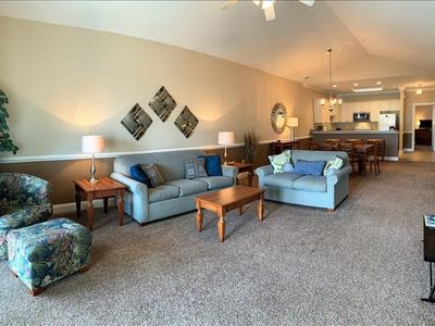 Photo for Gorgeous top floor condo with pond view!
