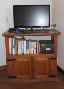 Relax and enjoy TV or a selection of Books and Dvds