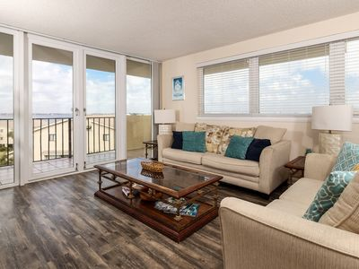 Photo for Gorgeous Unit, On-site pool, Free-WiFi, Walking distance from the beach