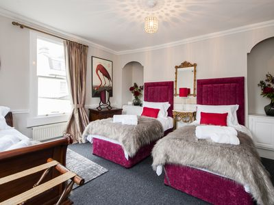 Photo for Hiplets The Governor's - Large, Luxurious Townhouse Close To Pulteney Bridge.