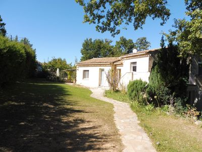 Photo for Villa with swimming pool near Aix-en-Provence