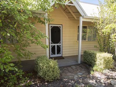 Serena is a light filled 2 bedroom cottage close to Lake Daylesford